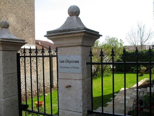 Chambres d'hôtes Gustave3  Les Glycines - Clouange - Bed & Breakfast