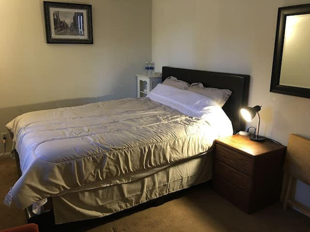 Las Vegas Private Bedroom close to strip room B
