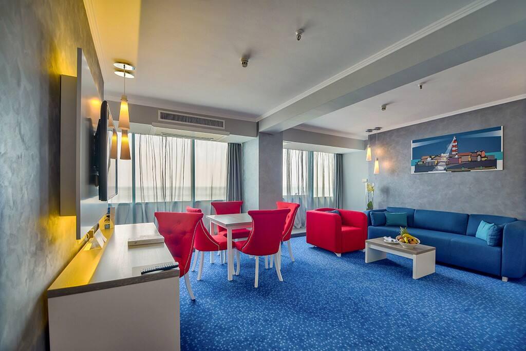Deluxe suite -living room