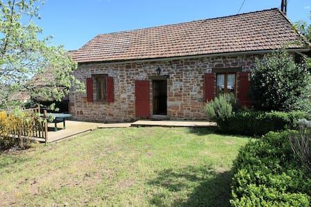 Maison en pierre avec piscine - Hautefort - House