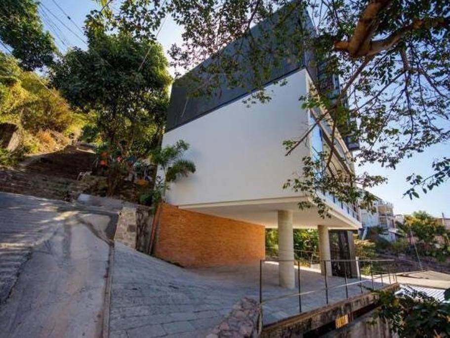 The Cube Modern Stand Alone Home In Downtown Case In