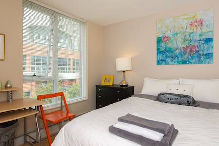 Trendy Yaletown Condo - Apartment