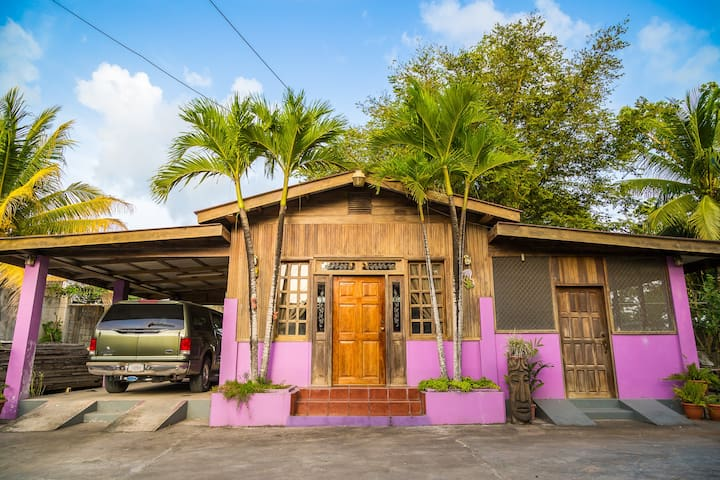 Chalet in the Heart of Downtown - Orange Walk
