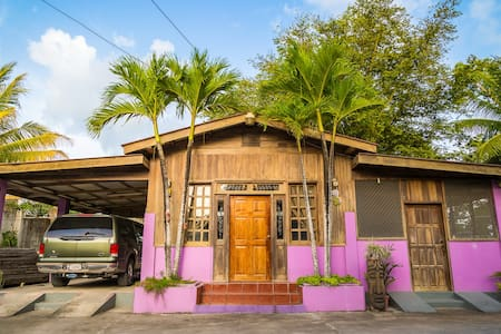 Chalet in the Heart of Downtown - Orange Walk - Casa