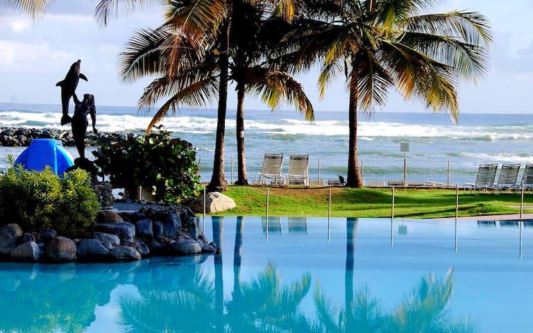Relaxed Beachfront Resort Villas - Dorado - Villa
