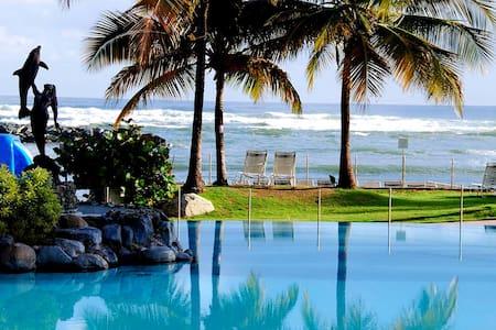 Relaxed Beachfront Resort Villas - Dorado - วิลล่า