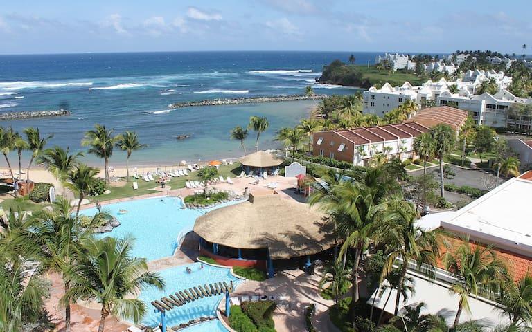 Relaxed Beachfront Resort Villas--7/26 a 8/2/2019.