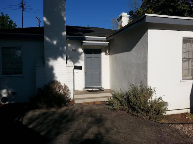 Entire cozy charming home/ prime lo - Los Angeles - Dom
