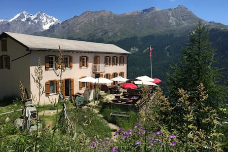 Edelweiss - Peaceful Mountain Pension - Twin Room - Zermatt - Bed & Breakfast
