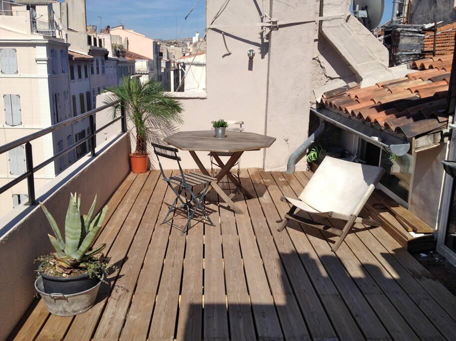 Petit loft terrasse vieux port appartements louer - Navette aeroport marseille vieux port ...