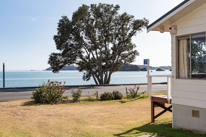 """Dream View""  Waterfront Paihia"