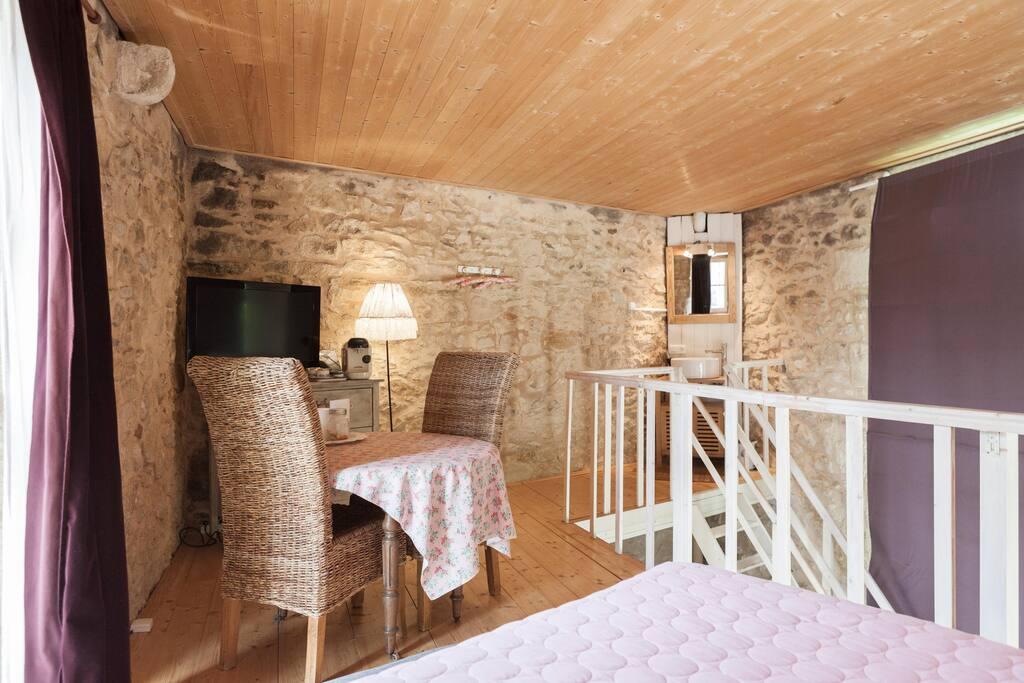 suite avec jacuzzi privatif 30 39 bordeaux piscine chambres d 39 h tes louer barsac aquitaine. Black Bedroom Furniture Sets. Home Design Ideas