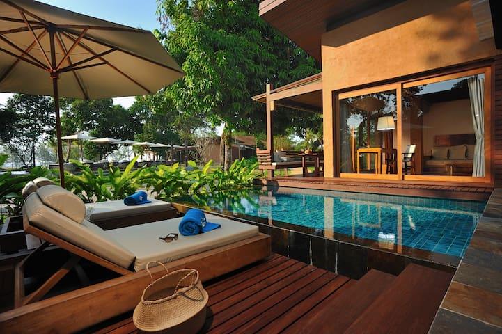 Private Beach Pool Villa