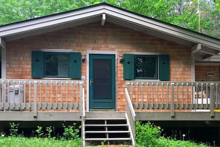 Rare Slope 'n Shore Rental House - New London