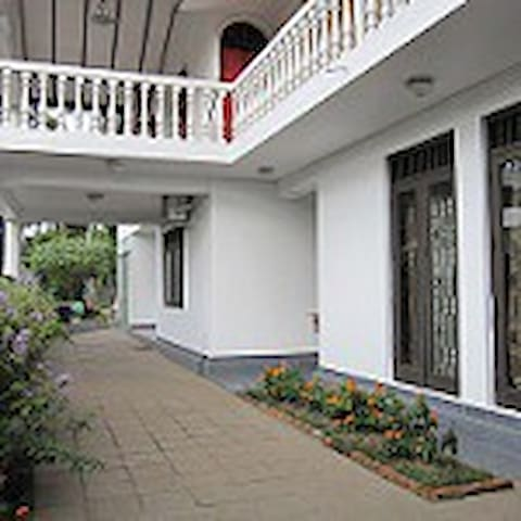 Ground floor property with garden - Nugegoda - Apartment
