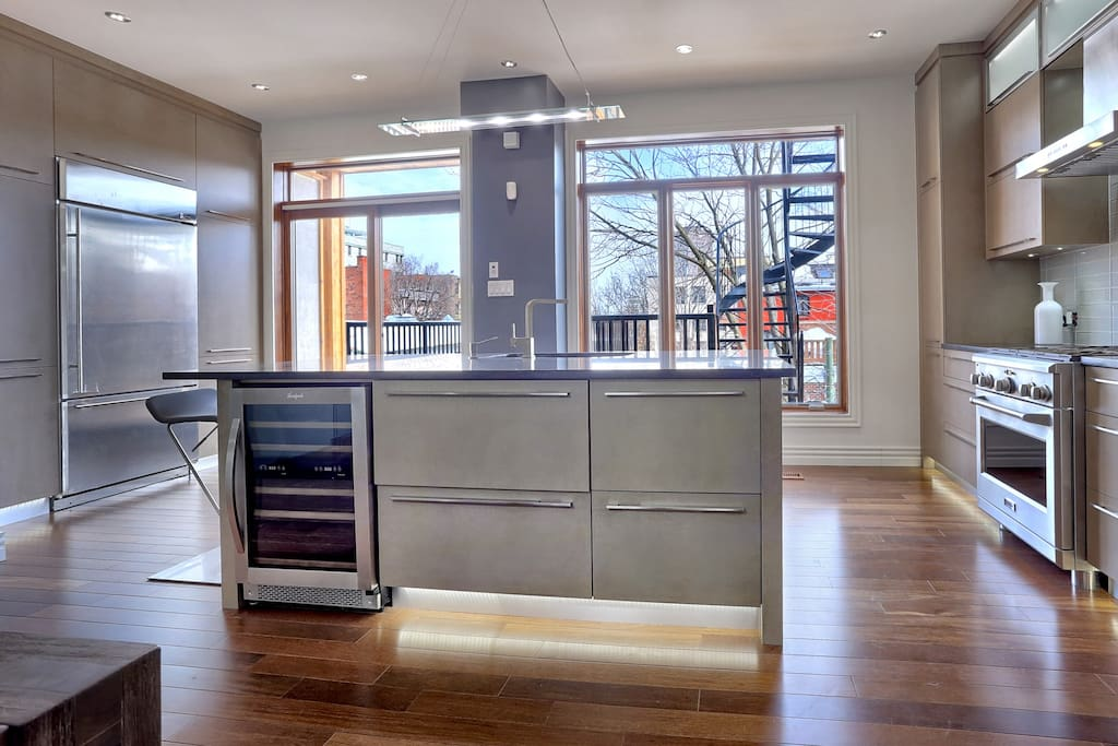 Fully furnished kitchen with everything required to cook