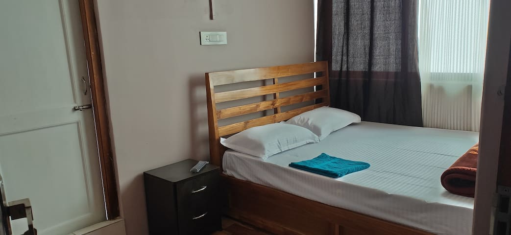 the room are well maintained and clean, we do provide you with clean bed sheets, pillows , blankets according to your need, chairs and desk and a small closet. We also have Tv and wifi for your entertainment.. and each room has private bathrooms and dustbins