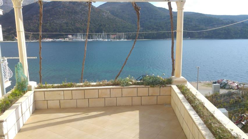 Two Bedroom Apartment, beachfront in Slano (Dubrovnik)