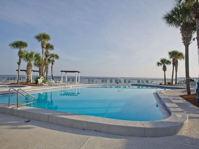 Bay View Studio With Free WiFi,Pool, & Parking! - Miramar Beach - Osakehuoneisto