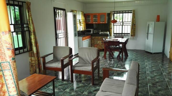 Sfeervol appartement in rustige omgeving (Wanica).