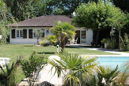 CHAMPAUBIER - Dordogne - Hus