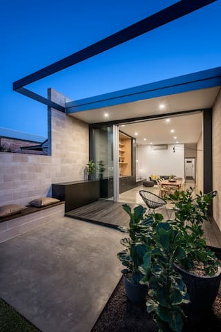 Luxury Architect Renovated Adelaide cottage - Parkside - Haus