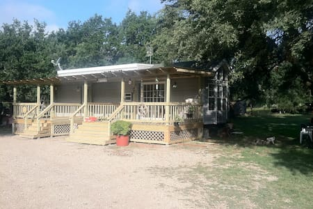 Country Cabin in the Woods - Johnson City - Cabin