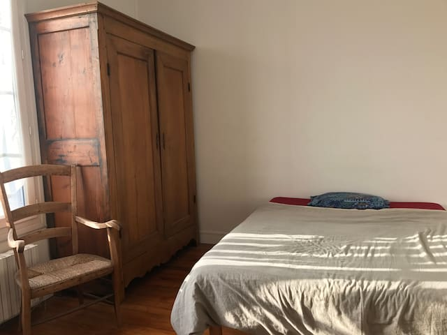 Bedroom in a nice flat in Creil