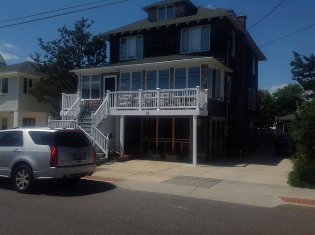 Charming 2 Bdrm Ground Level Apt. Steps to beach! - Seaside Park - Apartment
