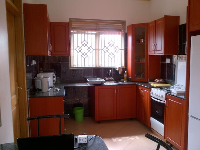 Beautiful modern 4 bedroom house - Kampala - Rumah