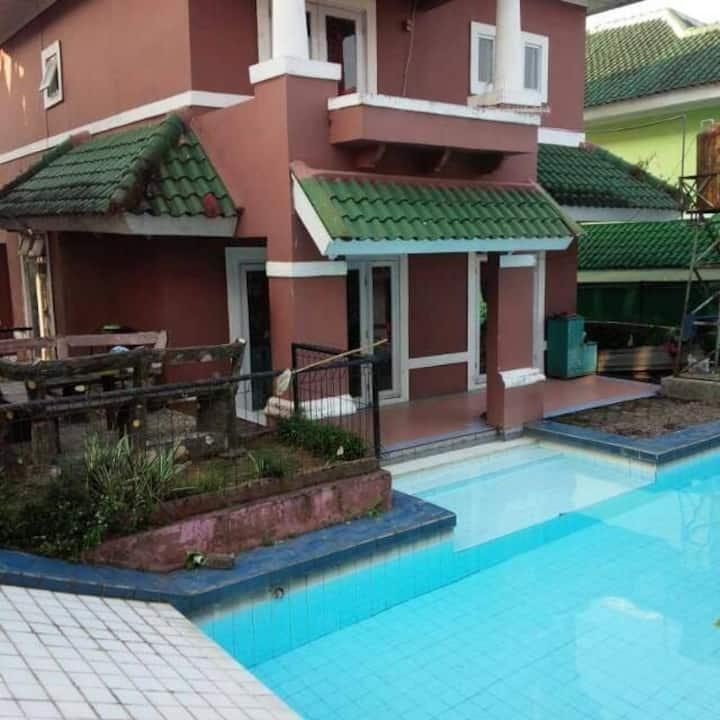 Villa murah kolam renang