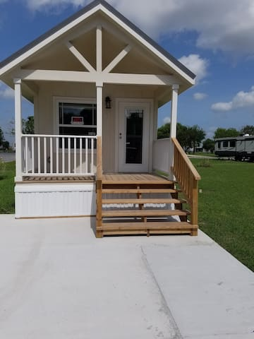 Palmdale RV Resort cottage for 2 - Los Fresnos - Cottage