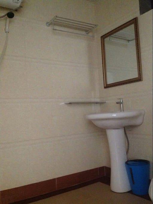 独立卫生间  热水器