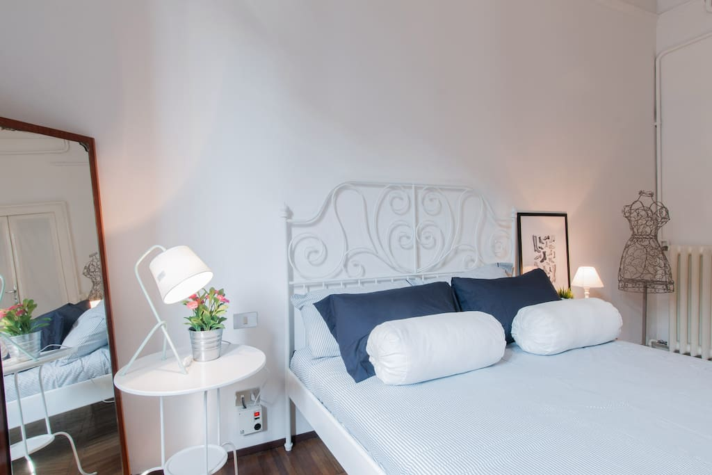 lovely room near central station chambres d 39 h tes louer milan lombardia italie. Black Bedroom Furniture Sets. Home Design Ideas
