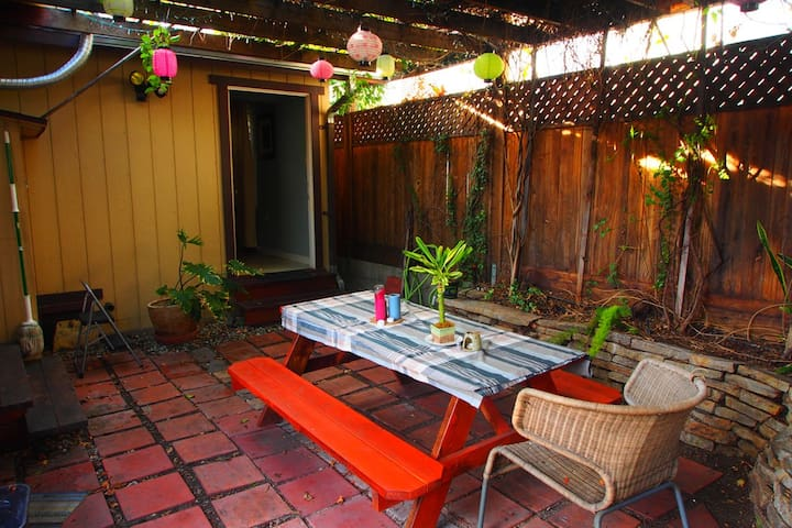 Cozy Secluded Studio in Hollywood - Los Angeles - Huis