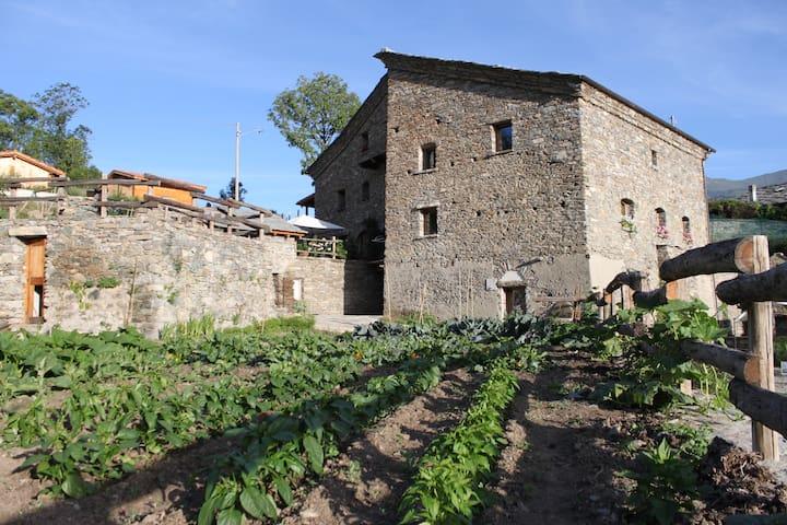 Casa storica del 1700, agriturismo - Aymavilles - Szoba reggelivel
