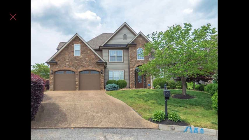 Luxurious Hardin Valley Home- Knox's Hottest Spot!