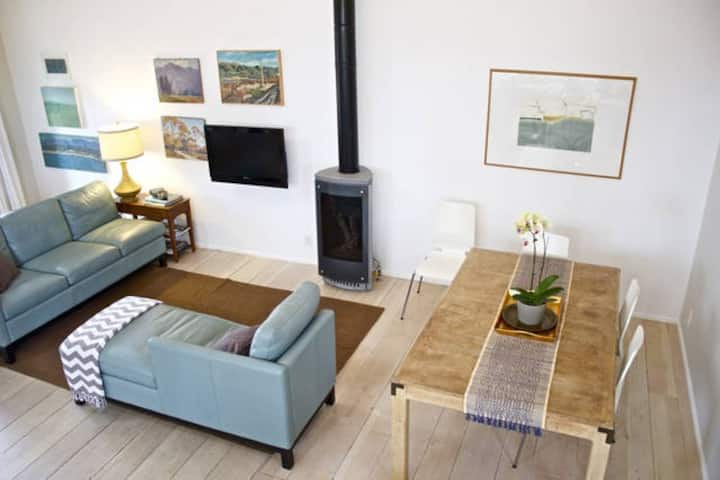 Awesome downtown loft, best location near State St