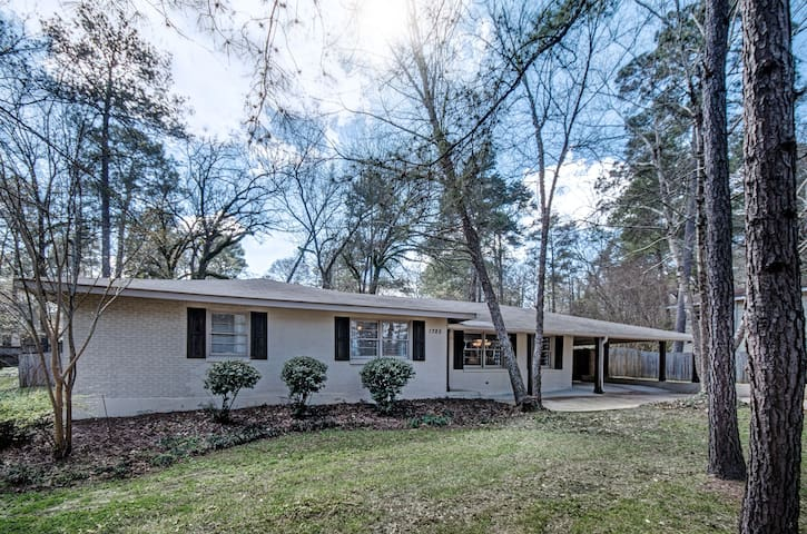 Beautiful 4 bed 3 bath home on a quiet street