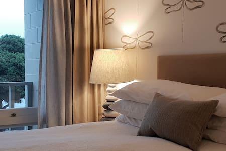 Akaroa's Premier Waterfront Apartments #68