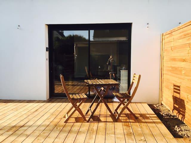 Studio Logoden, proche plage - Séné - Apartament