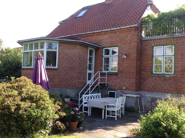 Charming villa near beach - København S - Villa
