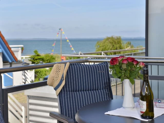 Modern Beach Front Flat, Terrace & Wifi