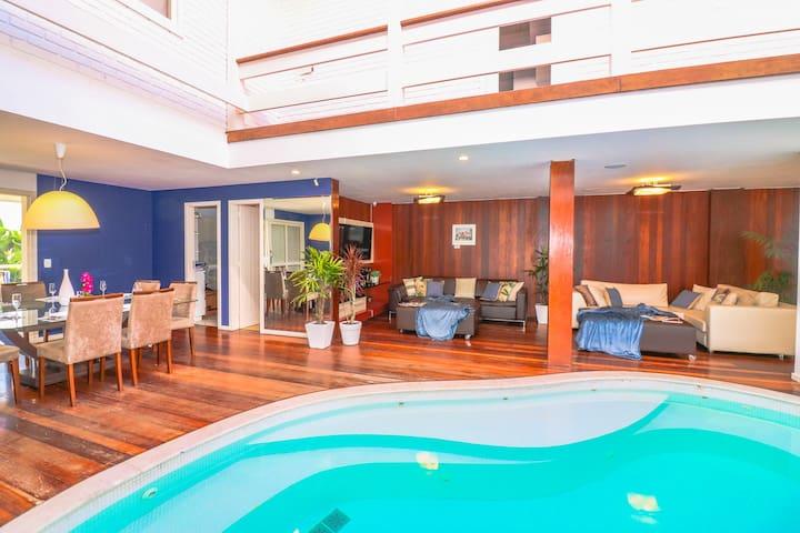Sleek 6BR Villa, w Indoor Pool/Hot Tub, Sleeps 13!