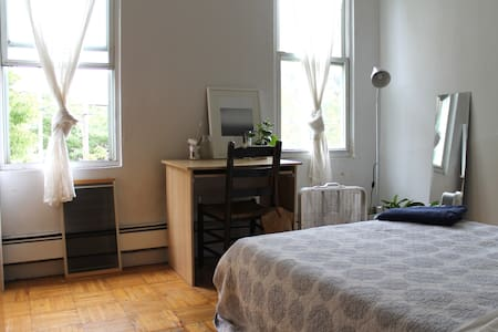 Large Sunny Room in Williamsburg!