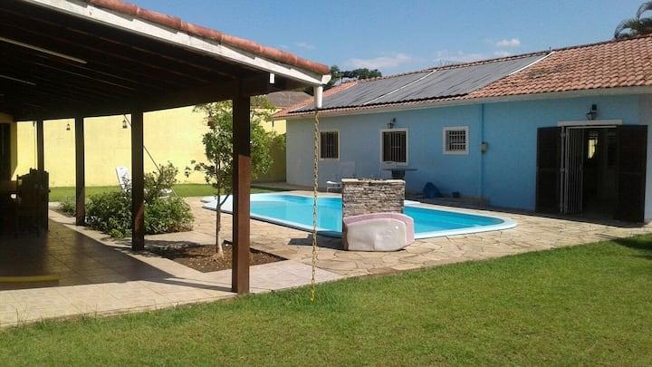 Casa piscina aquecida 400m da praia