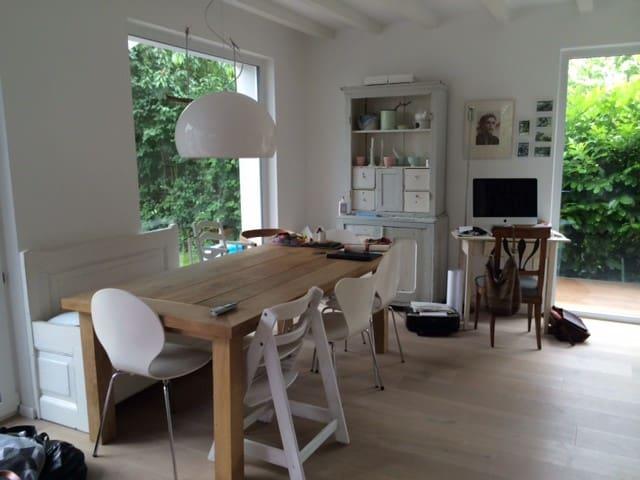 Idyllische DHH an Pferdekoppel - ฮัมบูร์ก - บ้าน
