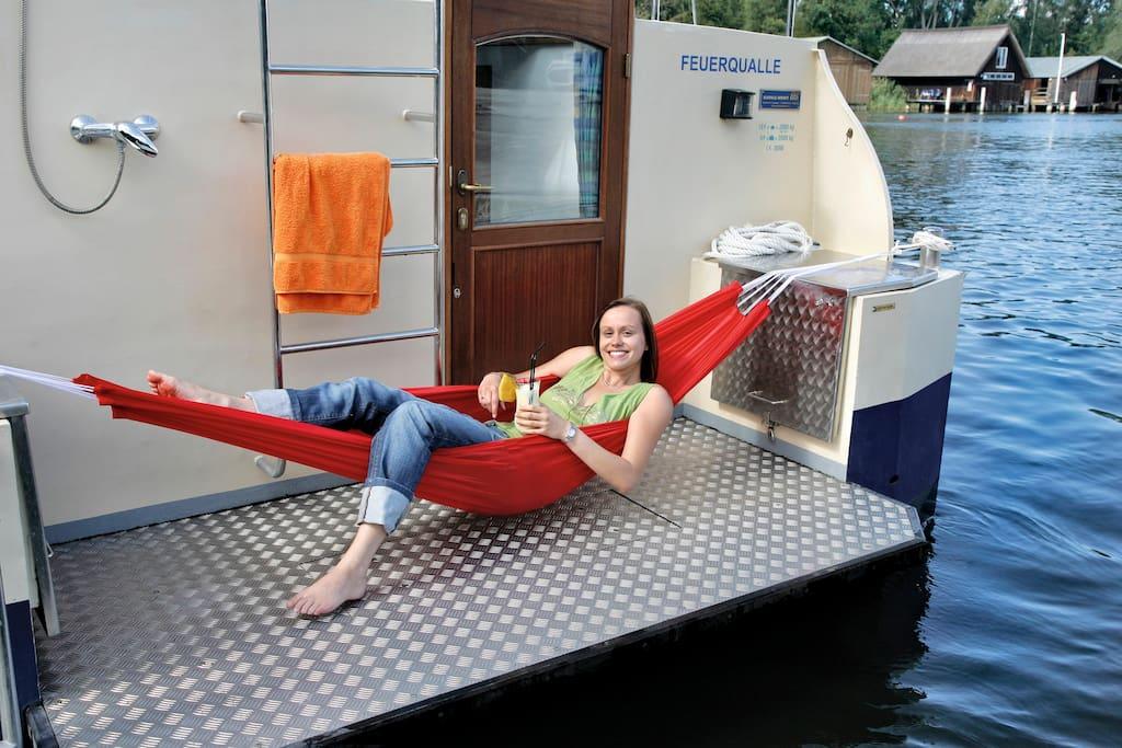 Entspannen auf der Badeplattform