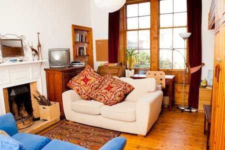 Large Room in Quirky Wee Apartment - Arthur's Seat