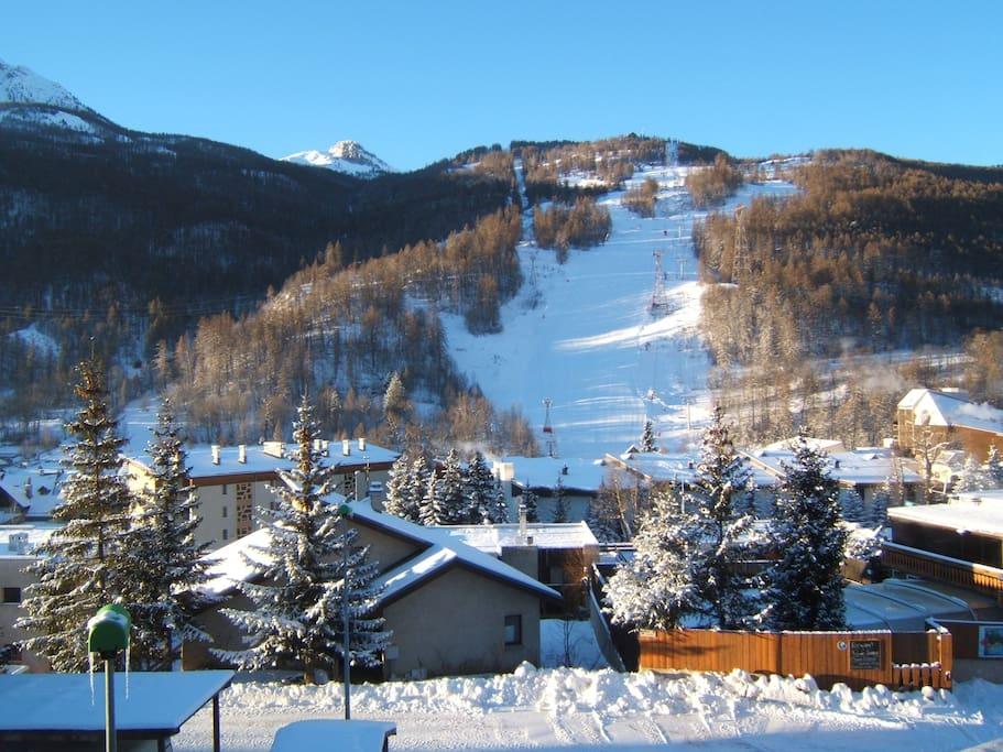 vue du balcon face à la piste Luc Alphand / View from the balcony Luc Alphand slope
